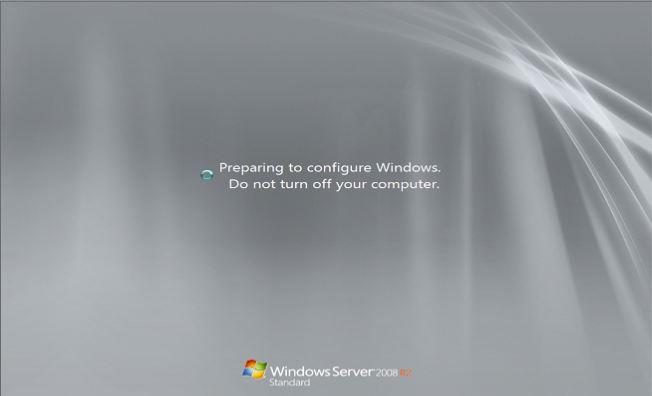 Preparing to configure Windows. Do not turn off your computer
